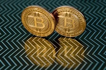 Le bitcoin malmené après des records)