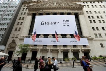 L'énigmatique société Palantir fait des débuts en trombe à Wall Street)