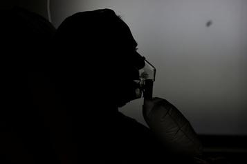 COVID-19: risque mortel deux fois plus élevé chez les cancéreux)