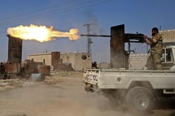 Syrie: fuite de près de 800proches de l'EI en plein assaut turc