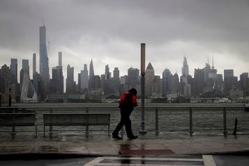 La tempête Isaias remonte la côte est américaine et s'abat sur New York)