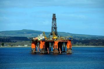 Le pétrole flanche face à la COVID-19 et une offre amenée à augmenter)