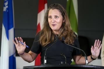 COVID-19 Ottawa se dit prêt à prolonger les programmes d'aide s'il le faut)