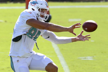 Dolphins de Miami Mike Gesicki est placé sur la liste de la COVID-19)