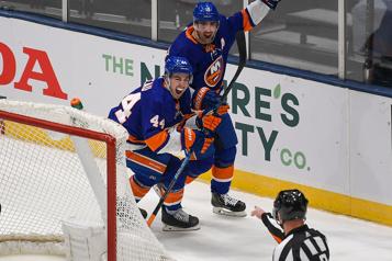 Bruins0 – Islanders1  Le but tardif de Pageau fait gagner les Islanders)