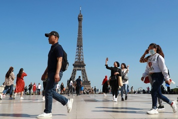 L'activité touristique parisienne pourrait chuter de plus de 50% cet été)