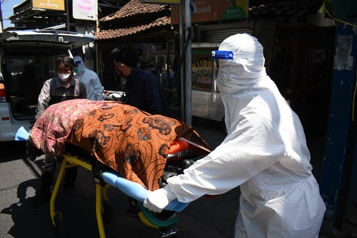 Bilan de la pandémie Plus de 4,2 millions de morts dans le monde)