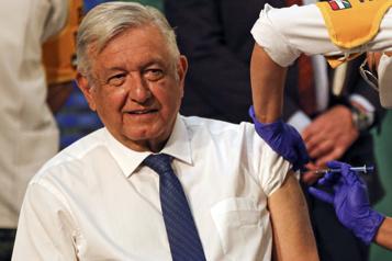 Mexique Le président mexicain se fait vacciner et appelle à le suivre)