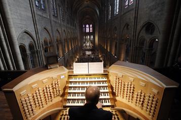 Le nettoyage des orgues de Notre-Dame de Paris commence)