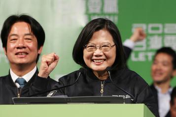Taïwan: Tsai Ing-wen réélue sur fond de tensions avec Pékin