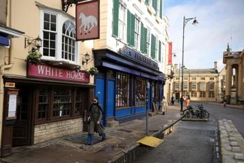 COVID-19 Les pubs historiques d'Oxford décimés)