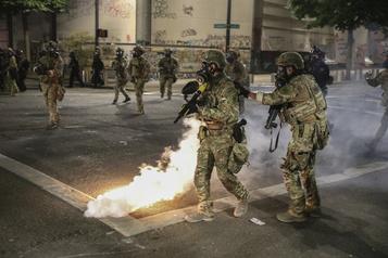 Portland veut le départ des troupes fédérales après une autre nuit de violences)