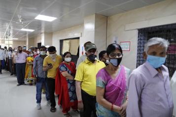 COVID-19 Pénurie de vaccins et hausse des cas record en Inde)