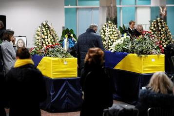 Avion abattu en Iran: les corps des victimes ukrainiennes rapatriés