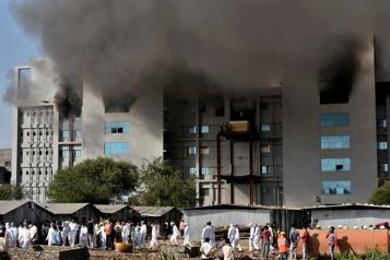 Cinq morts dans un incendie sur le site du géant indien des vaccins)