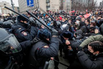 Russie Navalny marque des points dans un combat à haut risque avec le Kremlin)