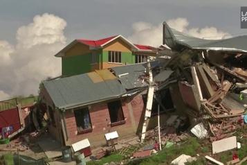 Des glissements de terrain emportent des maisons en Bolivie