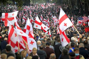 Géorgie Manifestation monstre pour soutenir l'ex-président écroué Saakachvili