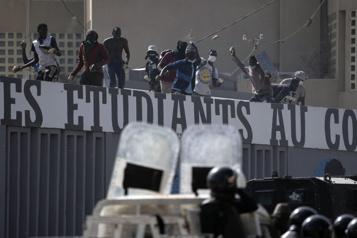 Sénégal Malgré les risques, la justice maintient le principal opposant entre les mains des gendarmes)