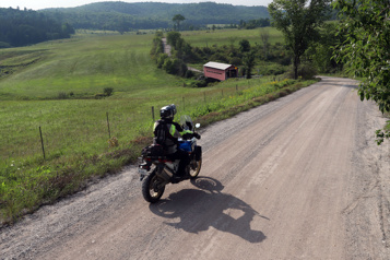 Nomades à moto Au bout de la route en passant par le sentier Trans-Québec)