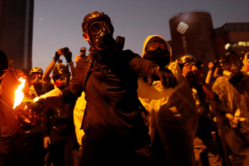Hong Kong: les manifestants retranchés dans un campus