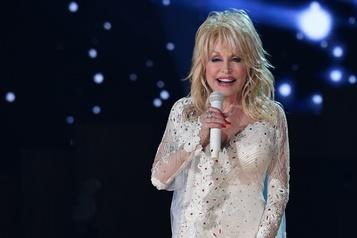 Dolly Partonfait un don d'unmillion et lira des histoires aux enfants