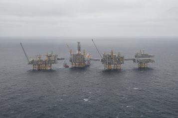 Le pétrole accentue son recul )