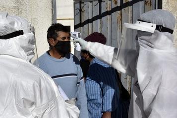 Le bilan de la pandémie dans le monde: plus de 527000 morts)