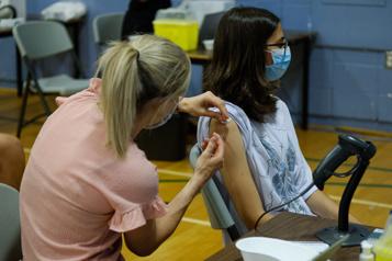 Vaccination Les 12 à 17ans peuvent devancer à quatre semaines leur deuxième dose)
