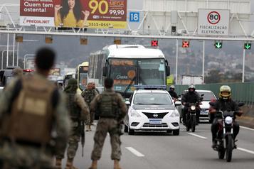 Le preneur d'otages dans un autobus à Rio abattu par la police