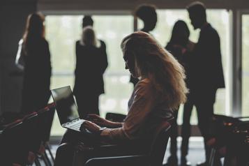 Défendre les femmes journalistes contre la haine en ligne)