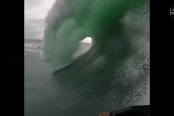Incroyable mais vrai : faites la vague !