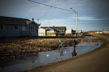 Enfants autochtones retirés de leur famille: la cour accorde une indemnité de 2 milliards