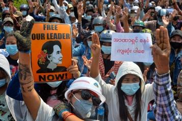 Birmanie Des centaines de manifestants encerclés par l'armée, alerte l'ONU)
