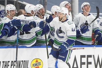 Victoire 6-3 des Canucks face aux Oilers)