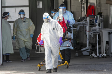 COVID-19 Onze décès parmi les 13?500 travailleurs de la santé infectés )