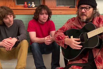 Jeff Tweedy chante en direct de sa salle de bain