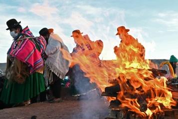Bolivie Les Aymaras célèbrent le nouvel an andin et prient pour l'eau)