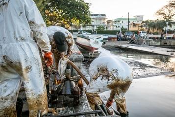 Île Maurice: «tout le mazout a été pompé des réservoirs» du bateau échoué)