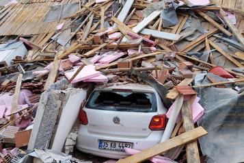Près de 20morts dans un séisme ayant secoué la Turquie et la Grèce)