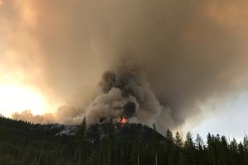 La Presse en Colombie-Britannique Une Québécoise aux commandes dans la lutte aux incendies de forêt)