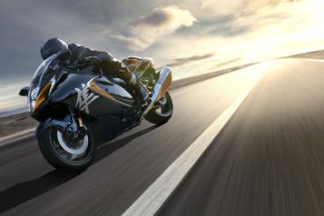 Moto SuzukiGSX1300R Hayabusa2022  Suzuki peaufine son Faucon Millenium)