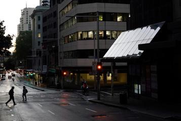 COVID-19 Couvre-feu levé à Sydney où le nombre de cas demeure stable)