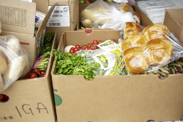 Après un an de pandémie, les banques alimentaires sont toujours aussi sollicitées)