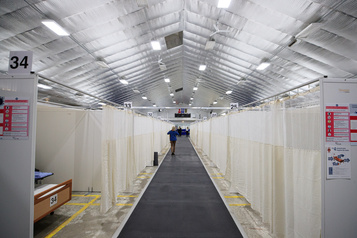 COVID-19 : un site non conventionnel ouvre ses portes à Laval)