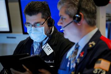 Wall Street, saluant des mesures sanitaires, poursuit son rebond
