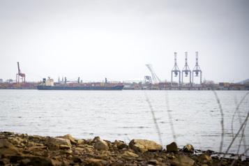 Terminaux portuaires Contrecœur et Laurentia entre les mains d'Ottawa )