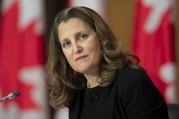 COVID-19 La ministre Chrystia Freeland se place en isolement volontaire )