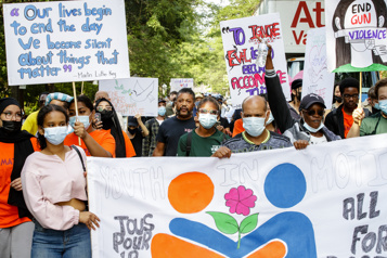 Marche pour la paix à Montréal   «Je ne veux pas que d'autres familles pleurent leur fils»)