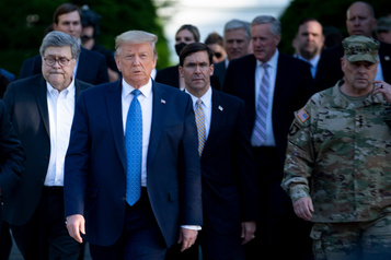 Donald Trump accusé d'utiliser le Pentagone à des fins politiques)